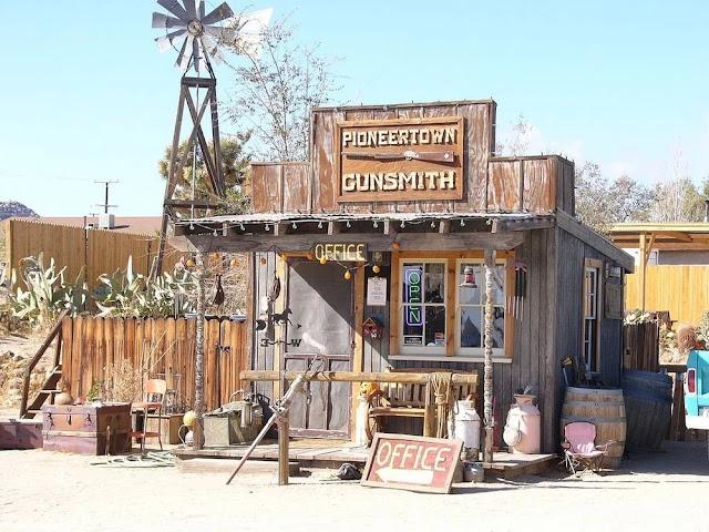 Toko Senjata di Pioneer Town