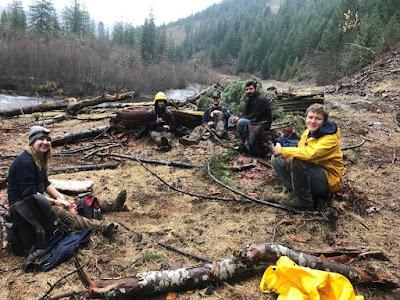 Five AmeriCorps members take a lunch break along Klickitat River.