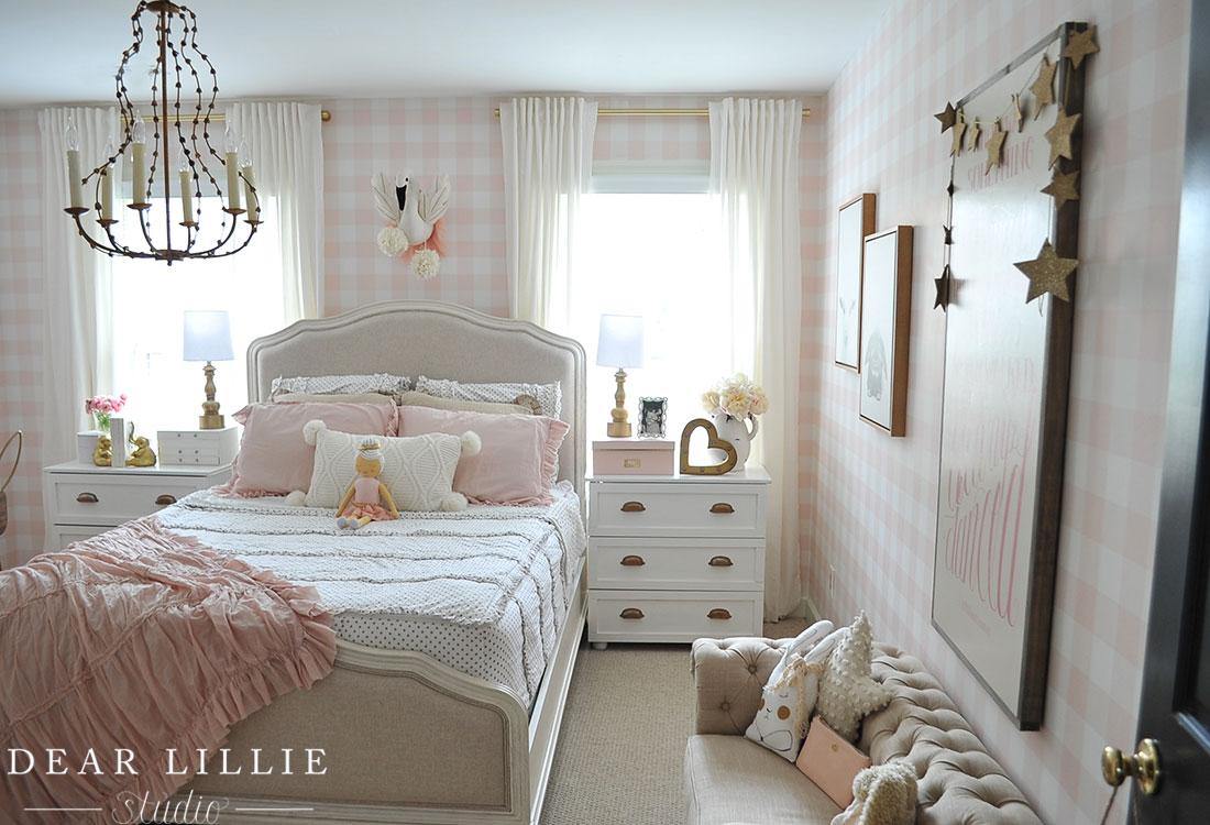 lillie 39 s room with a new chandelier dear lillie bloglovin. Black Bedroom Furniture Sets. Home Design Ideas