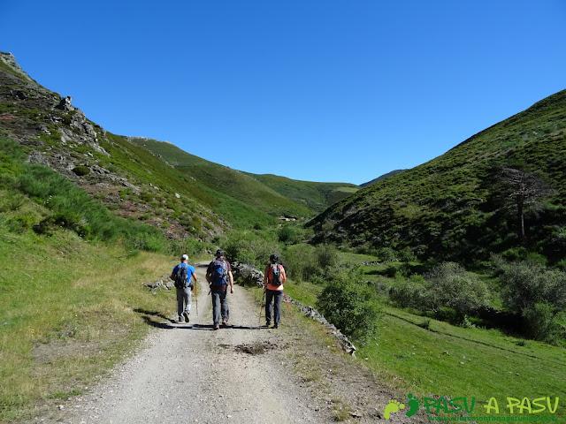 Ruta al Tres Concejos y Estorbin: Senda sobre el Valle de Bustamores