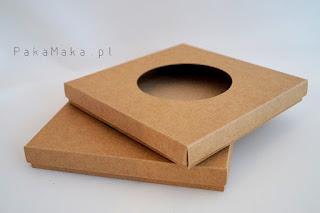 http://www.odadozet.sklep.pl/pl/p/Pudelko-na-kartke-PakaMaka-16x16-z-okienkiem-brazowe/3295