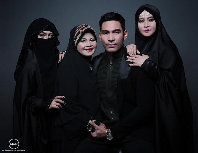 foto keluarga artis di studio pakai hijab