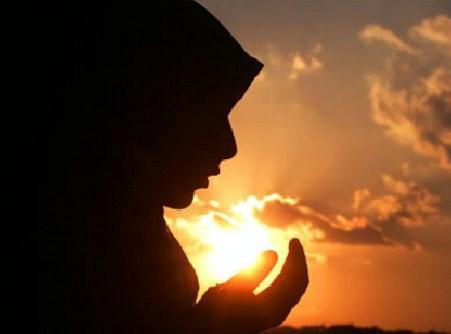 Bacaan Doa Untuk Kedua Orang Tua [Arab, Latin, Arti, Audio]