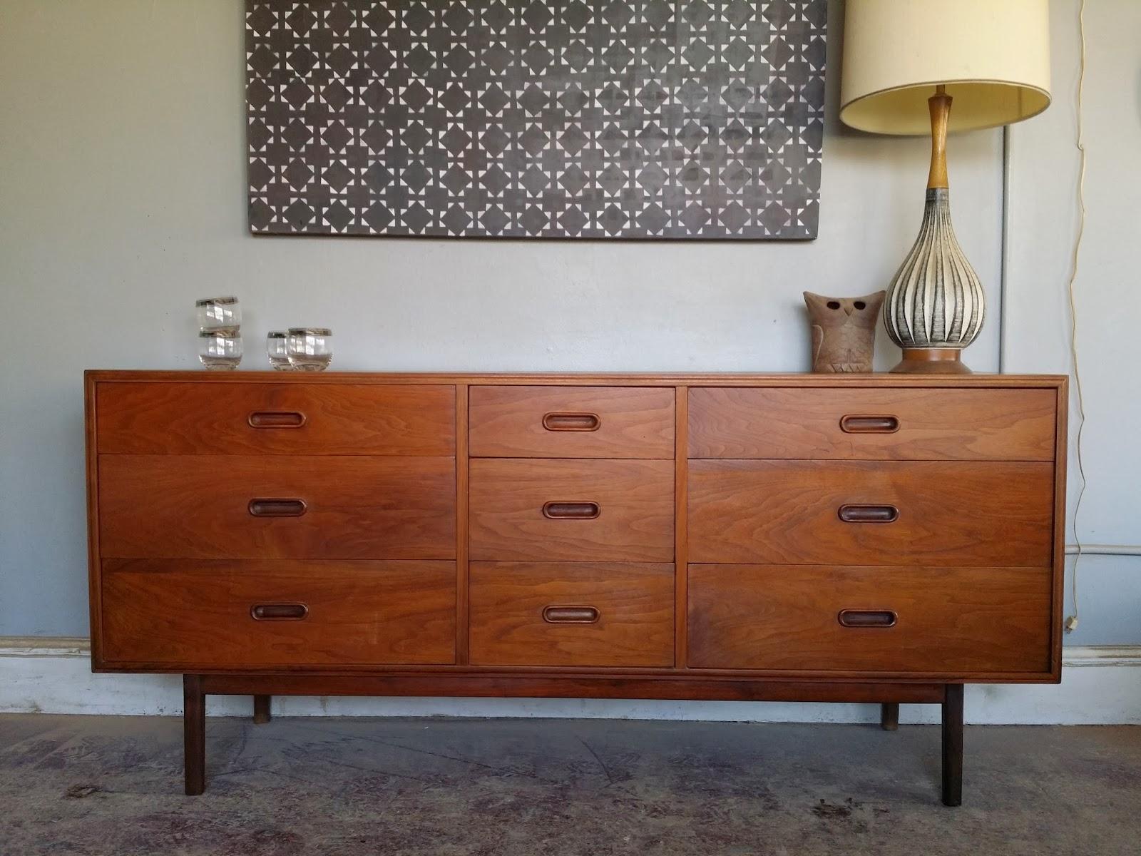 vintage ground mid century danish modern nine drawer buffet dresser media console. Black Bedroom Furniture Sets. Home Design Ideas