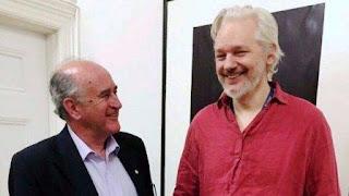 La semana pasada el ex titular de la Agencia Federal de Investigaciones (AFI), Oscar Parrilli, mantuvo un largo encuentro con el programador y ciberactivista Julian Assange, confinado desde hace cuatro años en la embajada ecuatoriana en Londres, para evitar un seguro juicio por espionaje y traición en los Estados Unidos, donde podría ser condenado a la pena de muerte.
