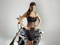 Shruti Haasan Hot Photo Shoot for Poojai HeyAndhra
