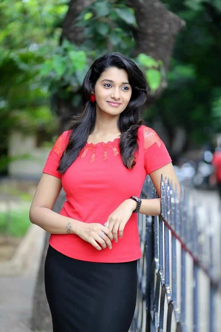 Actress PriyaBhavaniShankar Latest Photos