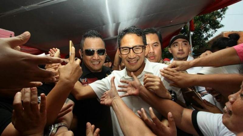 Sandiaga Uno tertawa saat kampanye