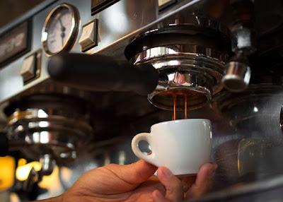 Máy pha cà phê tự động có nên mua
