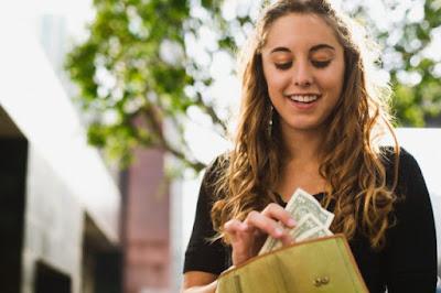 Cara Menjadi Mahasiswa yang Banyak Uang artikel seputar informasi, mahasiswa, menabung,banyak uang, hemat, kebutuhan, ekonomi, iwanrj.com, iwan rj official,