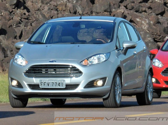 carro New Fiesta Hatch 2014 Prata Titanium