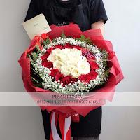 bunga valentine, buket bunga dan cokelat, buket bunga ferrero rocher, buket bunga mawar, bunga mawar valentine, handbouquet mawar, bunga mawar 100tangkai, buket rose, toko bunga, florist jakarta, toko bunga jakarta barat, toko bunga tanjung duren