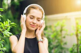 Bekerja Sambil Mendengarkan Musik