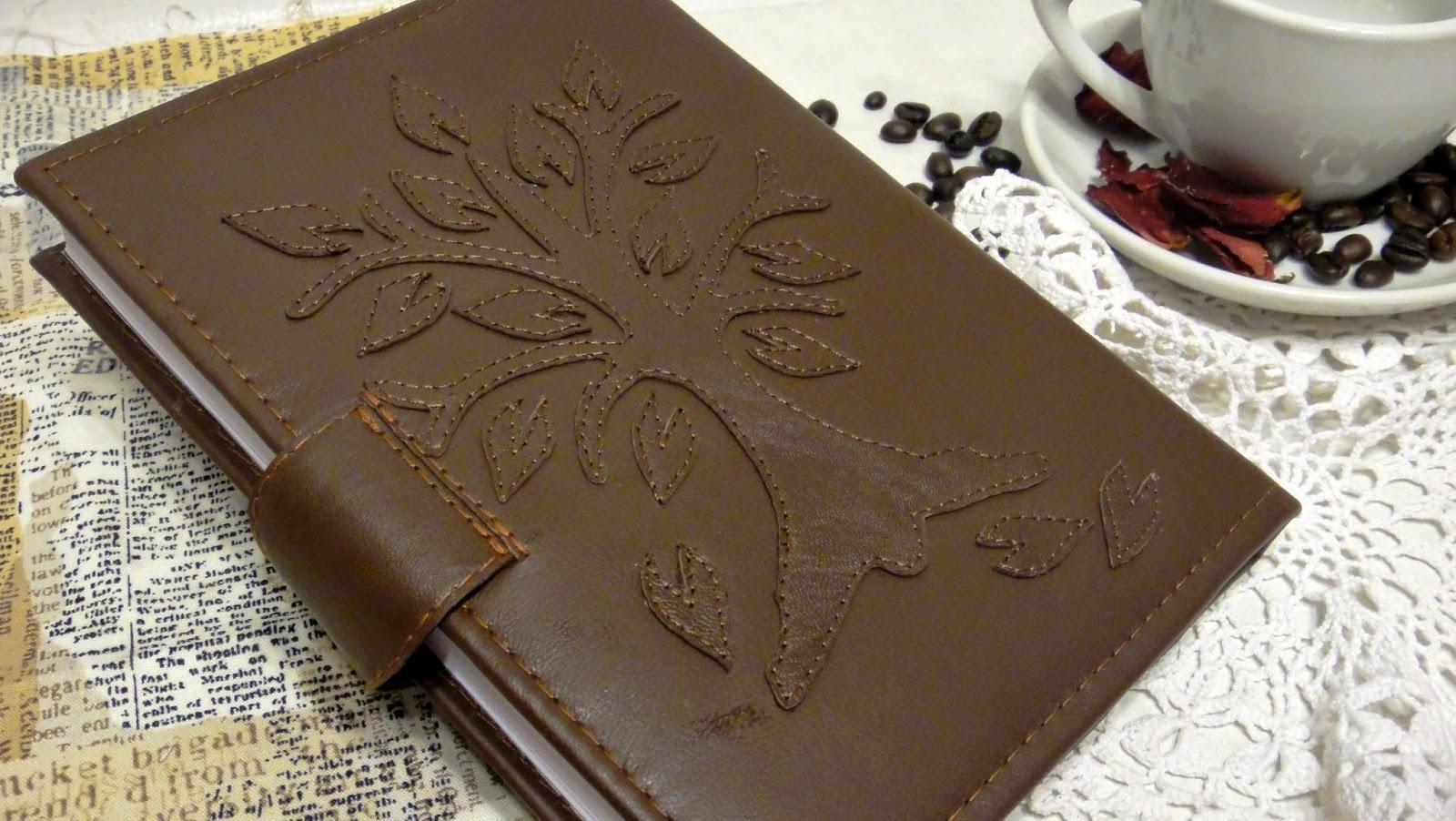 Красивый ежедневник из кожи ручной работы - дерево на обложке