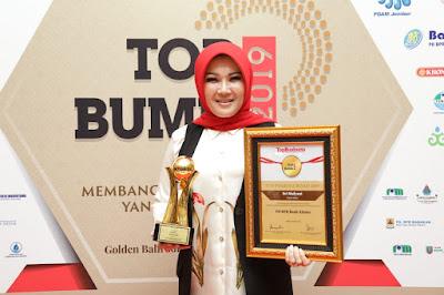 Bupati Klaten Menerima Penghargaan TOP Pembina BUMD Terbaik 2019