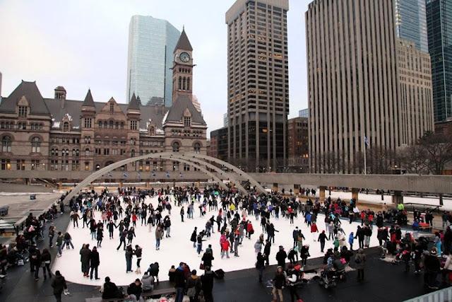 Nathan Phillips Square em Toronto