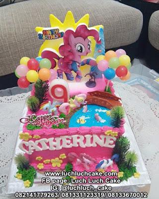 Kue Tart Ulang Tahun Kuda Poni Pink