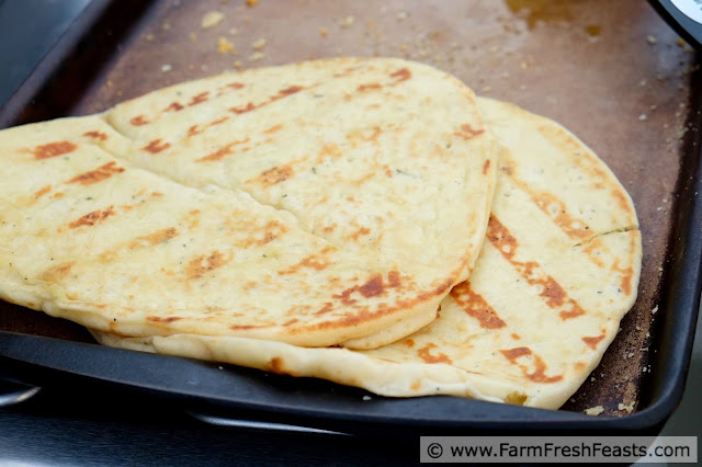 http://www.farmfreshfeasts.com/2015/08/onion-mascarpone-grilled-naan-pizza.html