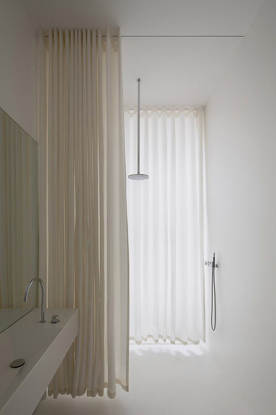 White bathroom curtains  | Atheorem