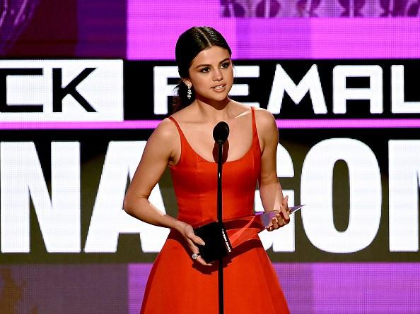 Selena Gomez da emotivo discurso en los American Music Awards 2016
