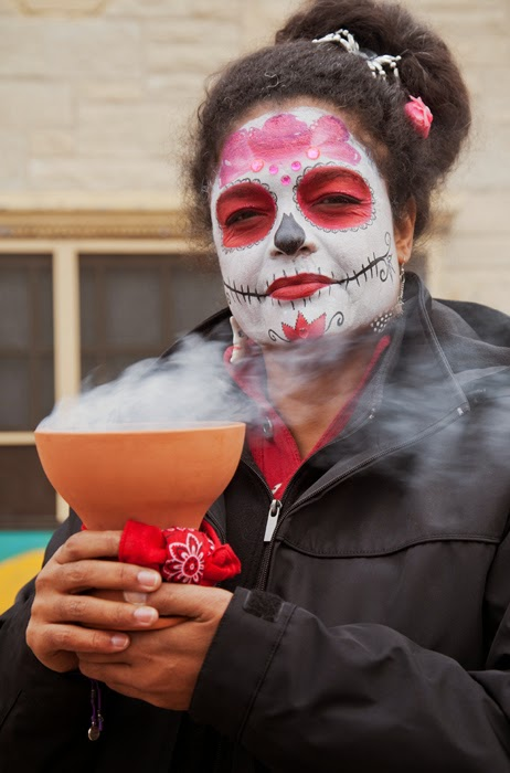 arts out borders milwaukee s day of the dead a photo essay  milwaukee s day of the dead 2014 a photo essay