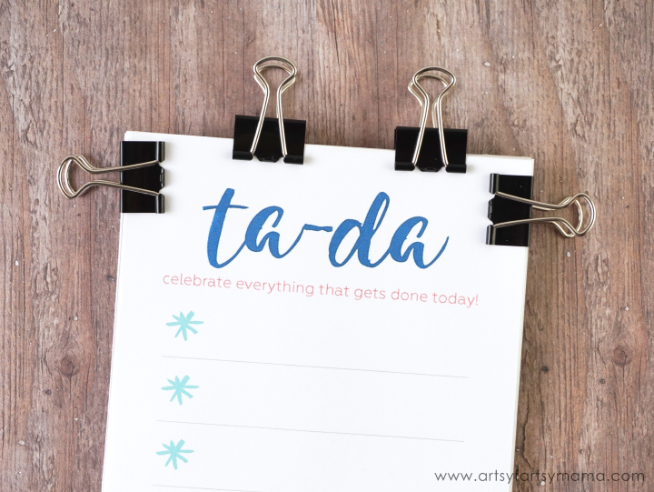 DIY Ta-Da List Notepad with Free Printable at artsyfartsymama.com