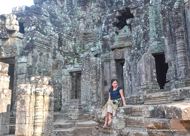 Lady in Bayon temple