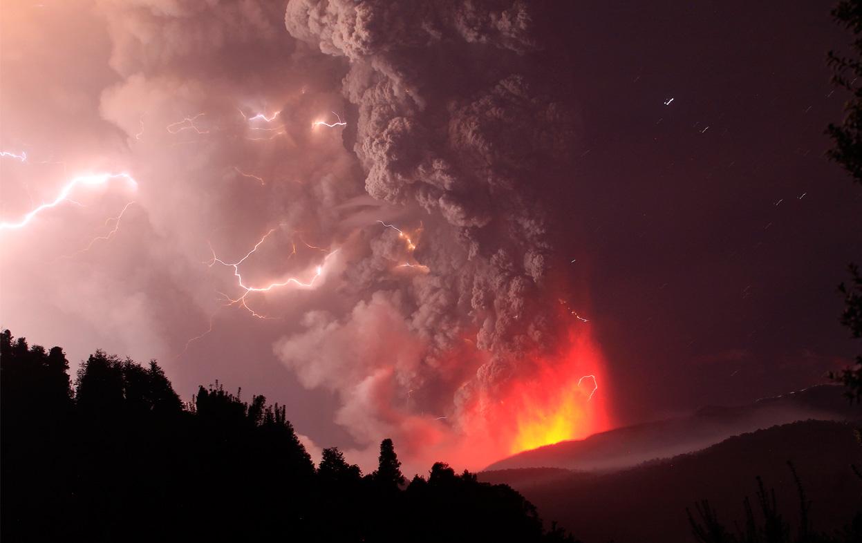 volcano lightning pyrotechnics ash - photo #13