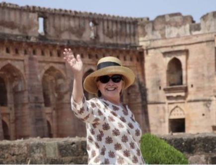 News:Hillary Clinton Treated for Minor injury After Wrist breaking in Indian hotel bathroom