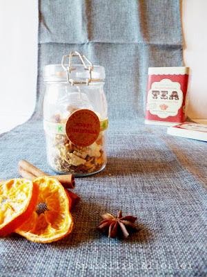 selbst gemachte Teemischung mit Orangenschale und Ingwer