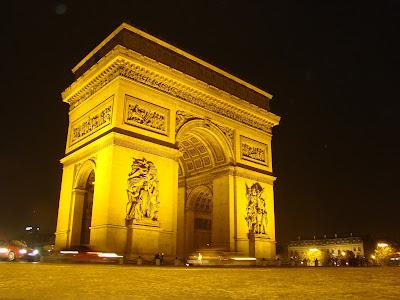 Arco do Triunfo à noite - Paris - França