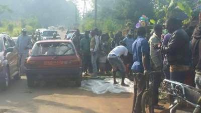 Graphic: Angry mob burns commercial motorcycle robber to death in Cameroon