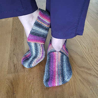 Undecided Slippers - Free Knitting Pattern by Knitting and so on