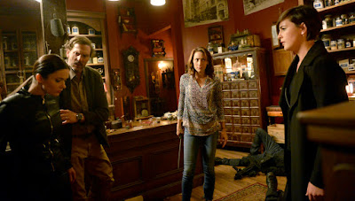 Jacqueline Toboni, Silas Weir Mitchell and Elizabeth Tulloch in Grimm Season 6 (6)