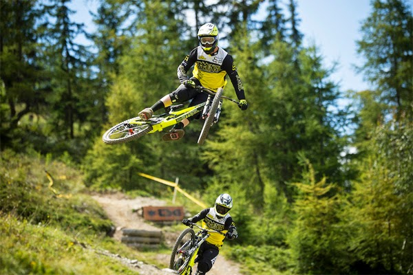 Commencal Riding Addiction: 2014 UCI World Cup Season