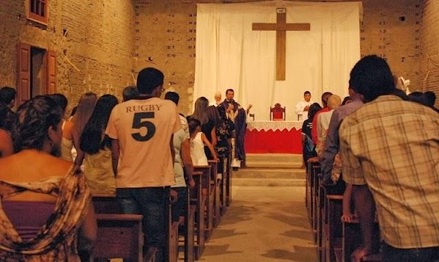 Formandos do ensino fundamental e médio participam de evento de colação de grau em Amparo