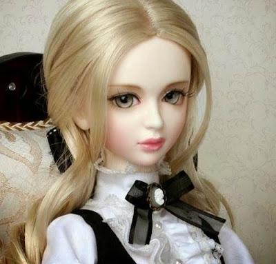 foto manusia Mirip boneka barbie cantik
