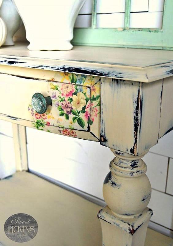 Kufer Z Artystycznym Rękodziełem Decoupage