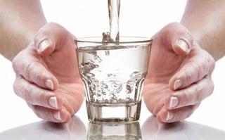 ماذا سيحدث عند شرب الماء فقط  لمدة شهر والتخلي عن جميع السوائل الأخرى ؟