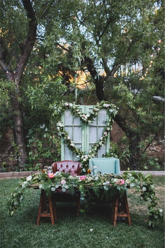 Boda retro en el jardín en LOVE, LOVE by Chic and Decó