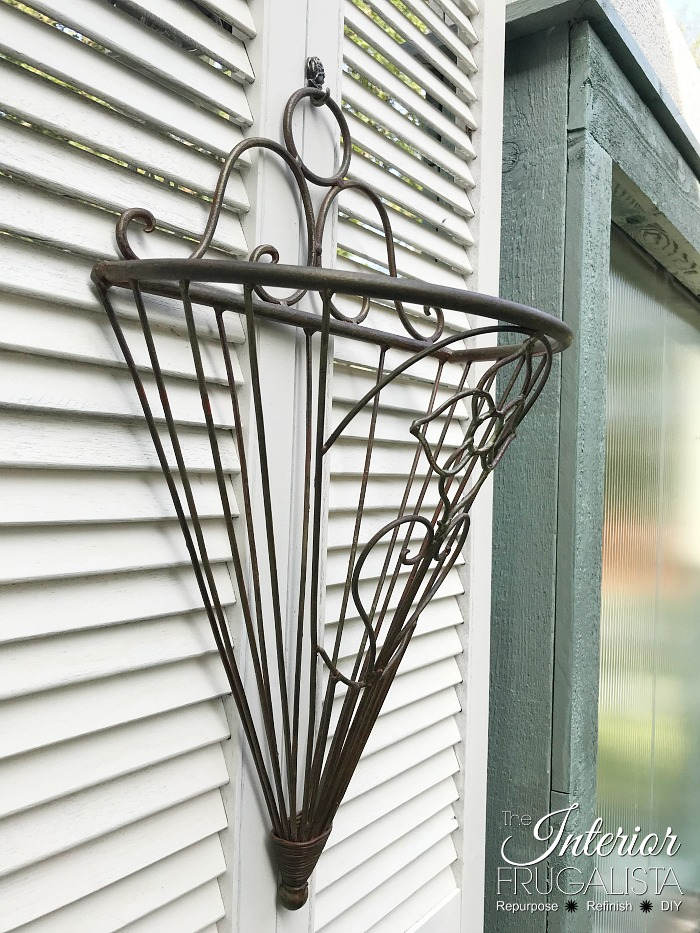 Deck Privacy Screen Metal Basket Planters |