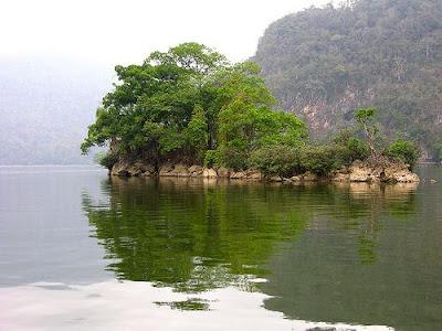 Khóc bên hồ Núi Cốc- Phạm Ngọc Thái