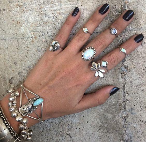 como organizar mão com aneis boho unha preta anel tatoo tatuagem dicas chique boho moda vogue tendencia hippie boho bohomien preto branco