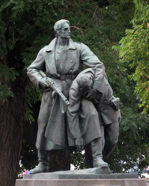 Pamätník bulharských Partizan (Memorial of the Bulgarian Partisans) by F. David, Vajanského nábrežie, Prague