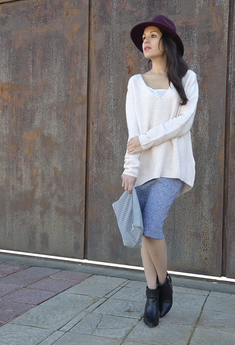 pink-sweet-sweater-grey-midi-skirt-look-outfit-trends-gallery-blogger-fashion