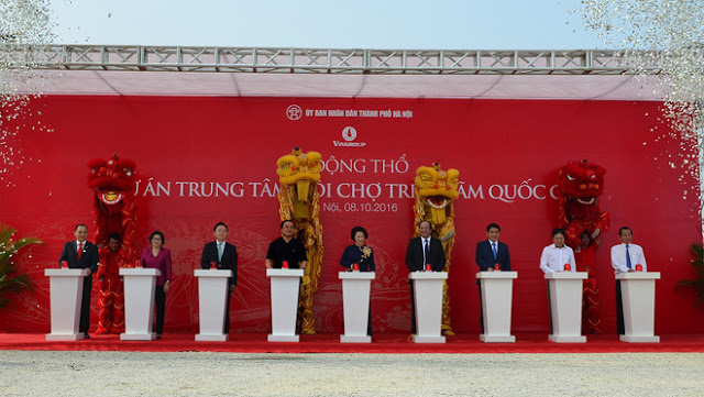 Các lãnh đạo trung ương, thành phố, ban ngành, chủ đầu tư tham gia lễ động thổ trung tâm triển lãm Quốc Gia