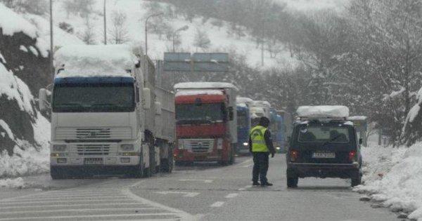 Εθνική Αθηνών-Λαμίας: Η γνωστή «ετοιμότητα» της… κρατικής «μηχανής» κόλλησε σε 5 πόντους χιόνι!