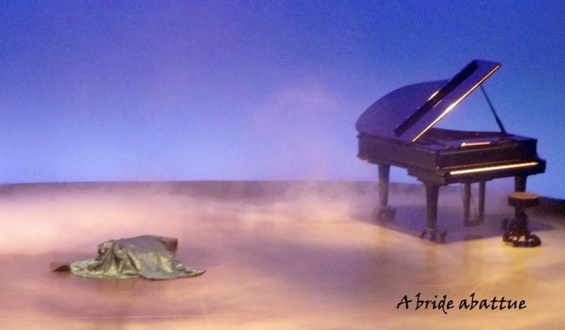 daccdd7ccbcd9b A bride abattue: La dame de la mer, une pièce d'Ibsen mise en scène ...