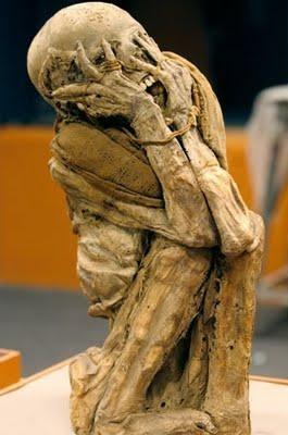 Foto de la momia de Chachapoyas con boca abierta