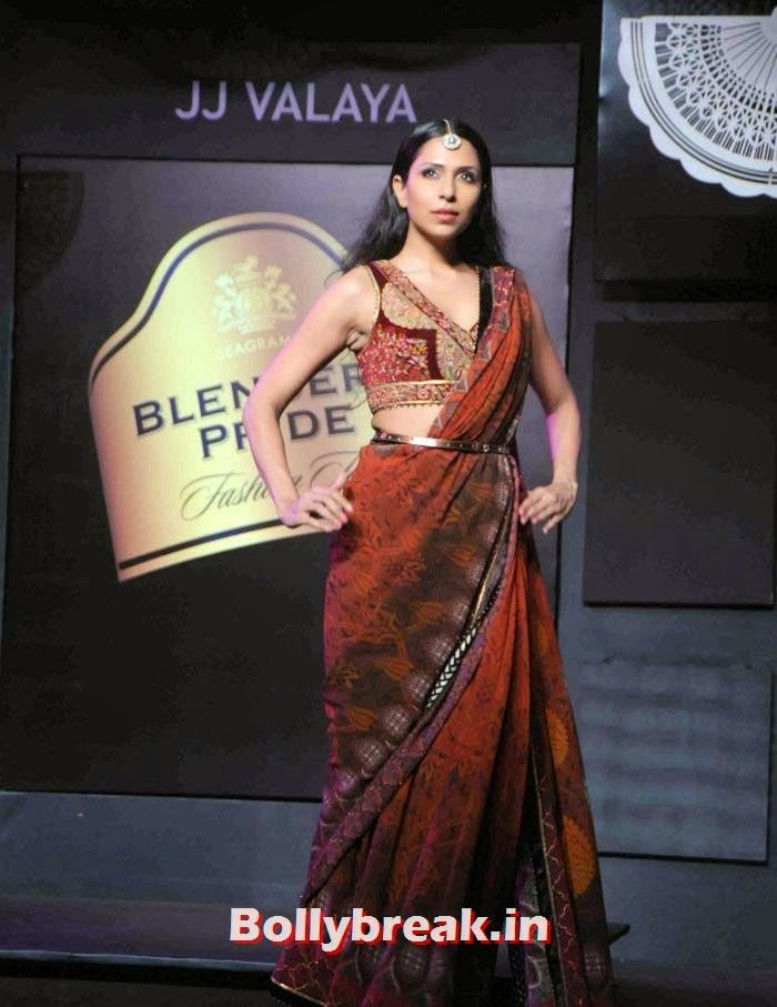 Candice Pinto, JJ Valaya Collections at BPFT 2013 - Arjun Kapoor Ramp Walk